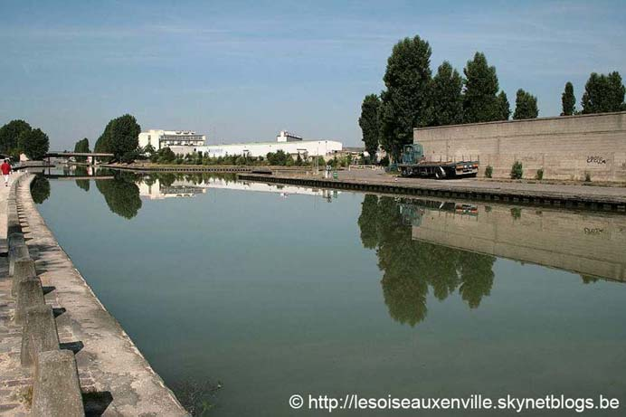 The famous Canal de l'Ourcq passes through Bondy